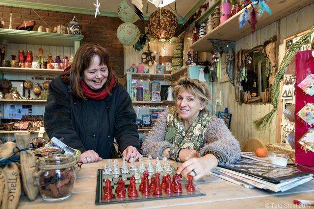 В сувенирной лавке тоже есть шахматы