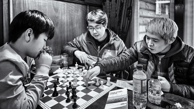 Обсуждение шахматной позиции в кулуарах