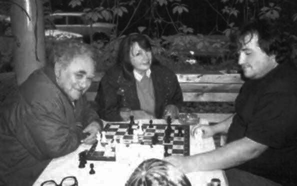 Ефим Геллер с женой Оксаной и сыном Сашей на даче в Переделкине.