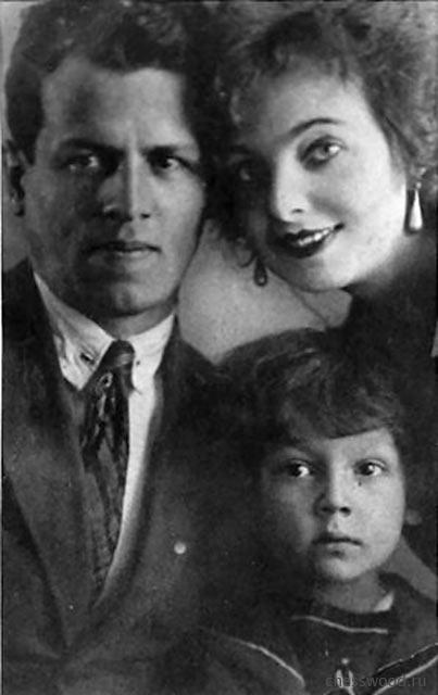 Пятилетний Марк Тайманов с родителями