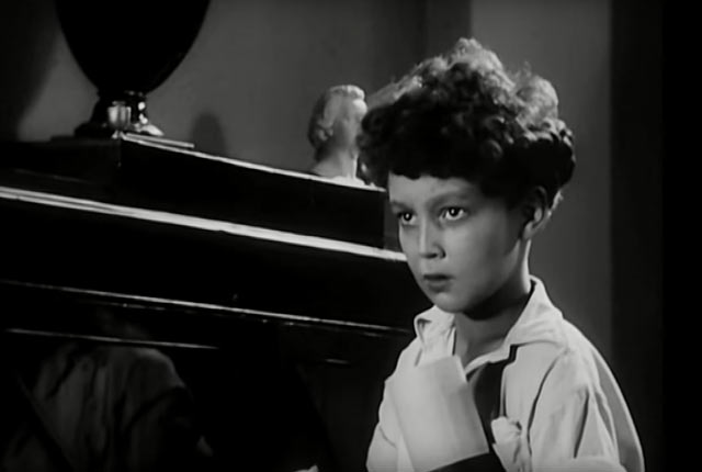 """Кадр из фильма """"Концерт Бетховена"""" (1936 г). Марк Тайманов в роли юного скрипача Янки"""