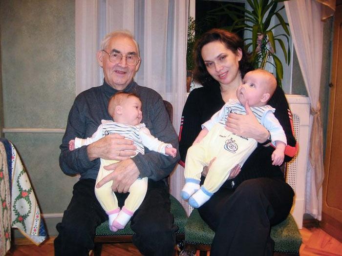 Марк Тайманов с женой и ещё грудными детьми