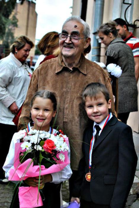 Марк Тайманов с дочерью Машей и сыном Димой - первый раз в первый класс