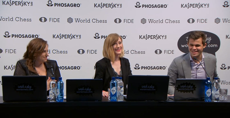 Пообщавшись на общей пресс-конференции, чемпион мира заглянул и к девушкам-красавицам