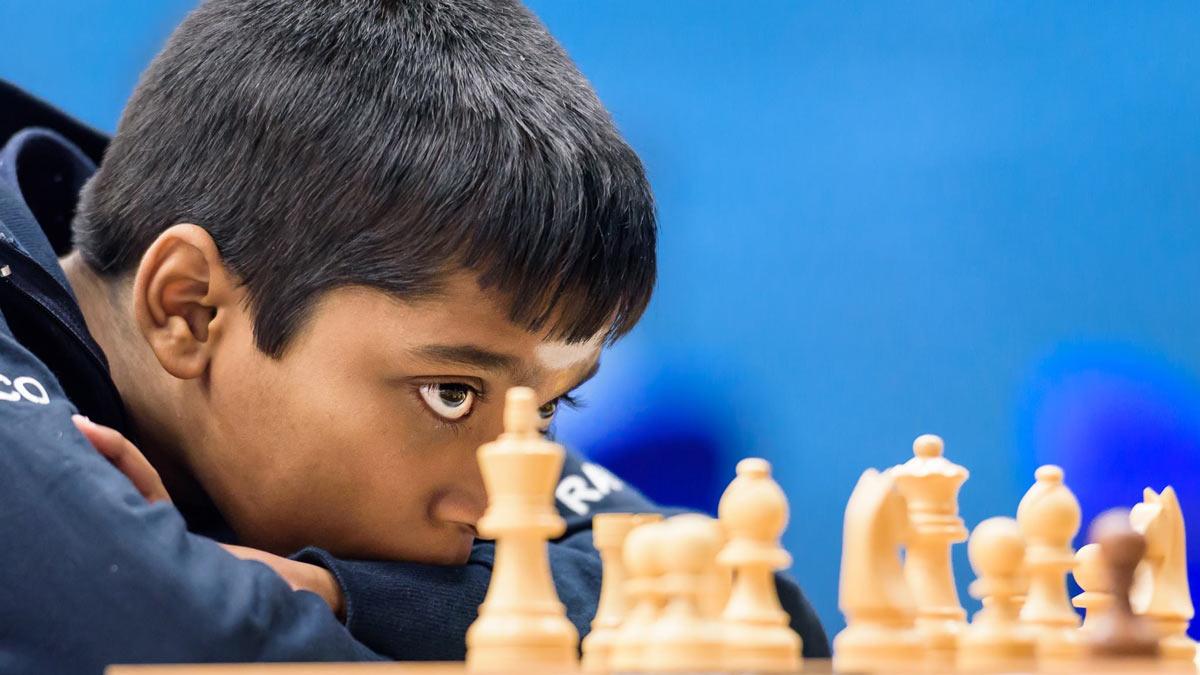 Рамешбабу Прагнанандха - стал гроссмейстером в возрасте 12 лет, 10 месяцев и 13 дней. Первым остается Сергей Карякин, который стал гроссмейстером в возрасте 12 лет, 7 месяцев, 0 дней