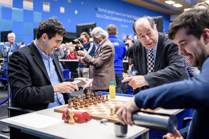 Владимир Крамник и Ян Непомнящий. Шахматный турнир Tata Steel Chess 2019