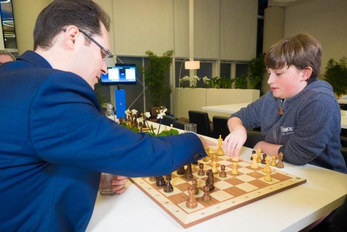 Шахматист Винсент Кеймер со своим тренером Петером Леко