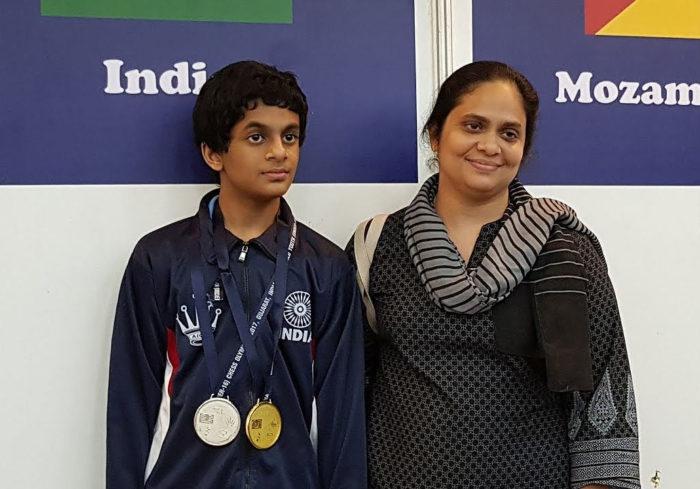 Шахматист Нихал Сарин с матерью