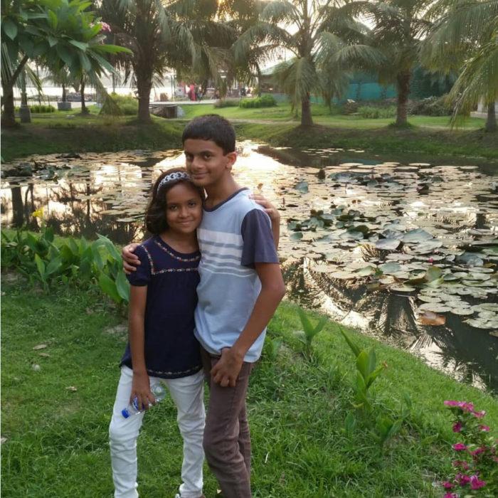 Шахматист Нехал Сарин с сестрой Нехой