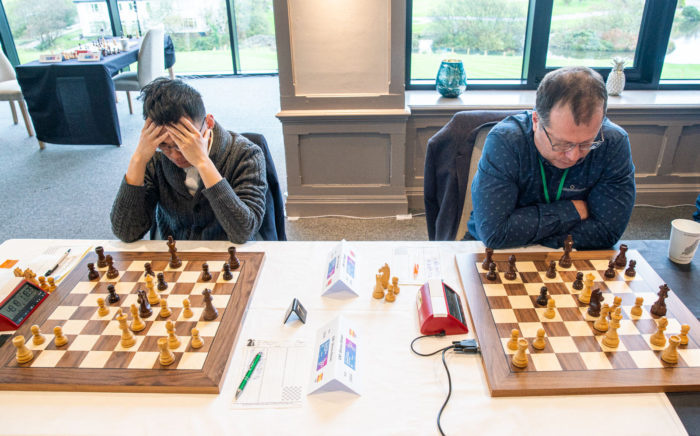 Одинаковые позиции на двух соседних шахматных досках (остром Мэн 2019)