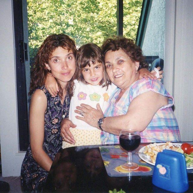 Александра Ботез с мамой и бабушкой (Alexander Botez with his mother and grandmother)