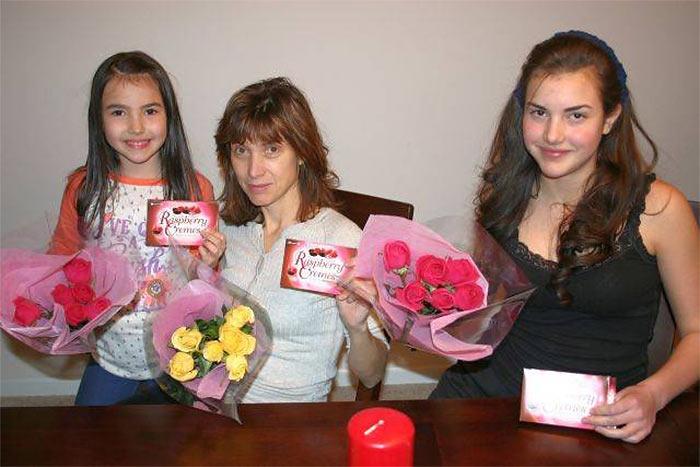 Александра Ботез с матерью и сестрой (Alexandra Botez with her mother and sister Andrea)