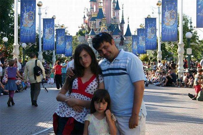 Александра Ботез с отцом и младшей сестрой Андреа (Alexandra Botez with her father and sister Andrea)