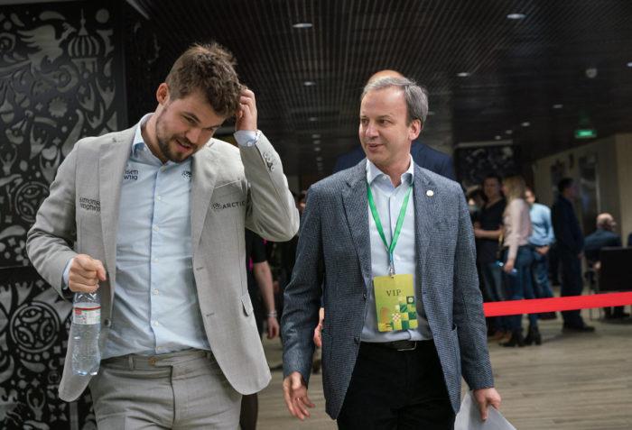 Чемпионат мира по блицу 2019. Магнус Карлсен и президент ФИДЕ Аркадий Дворкович