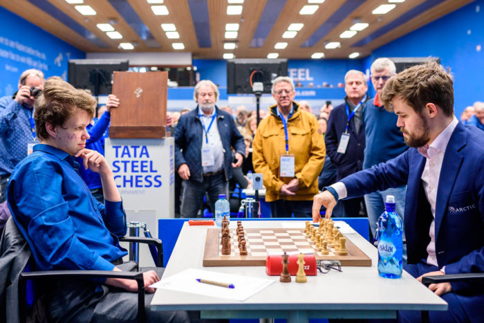 Владислав Артемьев и Магнус Карлсен на турнире Tata Steel Chess 2020 (Вейк-ан-Зее)