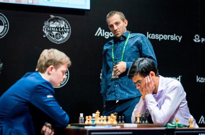Грищук изучает позицию в партии Алексеенко - Гири