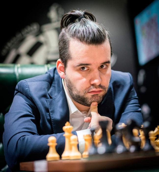 Ян Непомнящий лидирует на турнире претендентов 2020 в Екатеринбурге