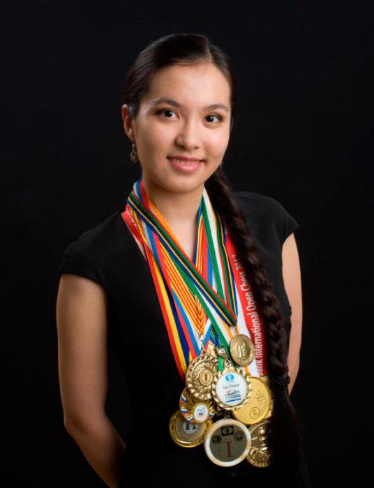 Шахматистка Динара Садуакасова с медалями