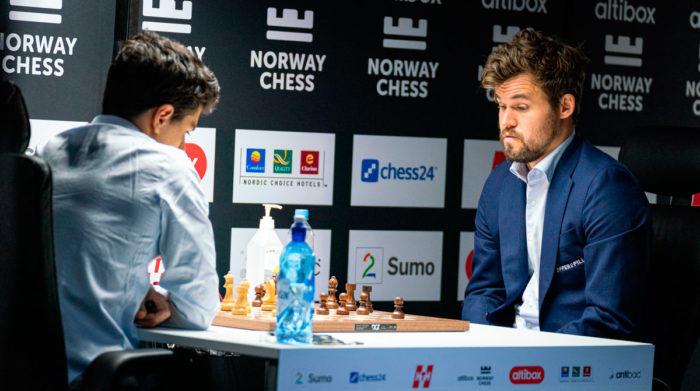 Арьян Тари - Магнус Карлсен (Ставангер 2020, шахматы)