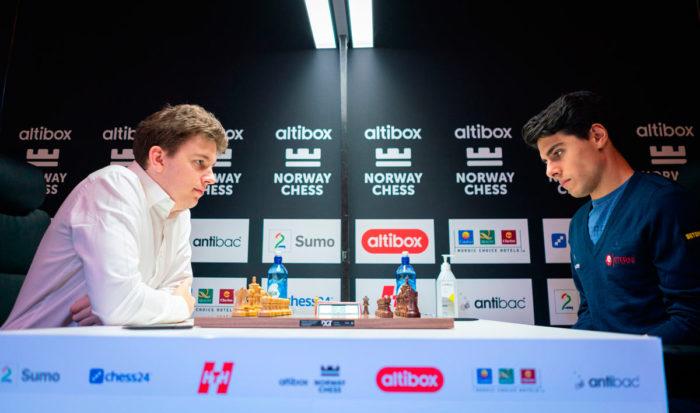 Арьян Тари и Ян-Кшиштов Дуда на шахматном турнире Altibox Norway Chess 2020 (Ставангер, Норвегия)