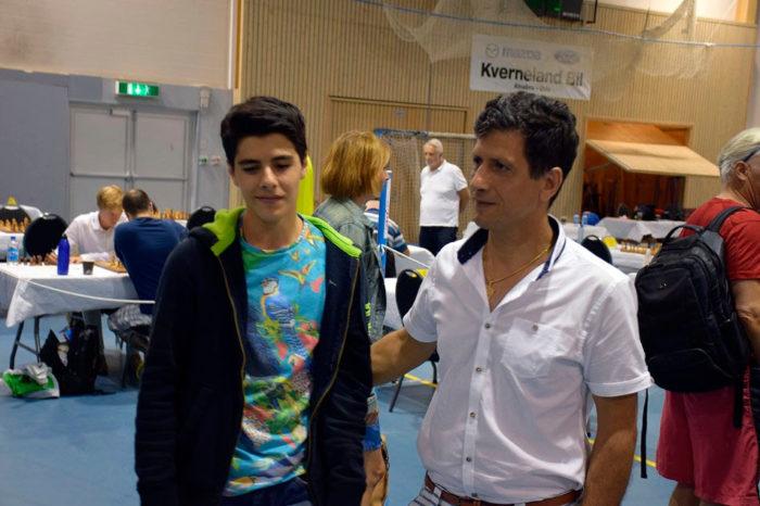 Арьян Тари (слева) и его отец Сиамак
