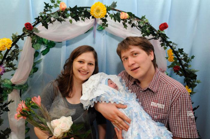Дмитрий Кряквин с женой Еленой Томиловой и новорожденным сыном Андреем (2012 год) | Фото со страницы ВК Дмитрия Кряквина