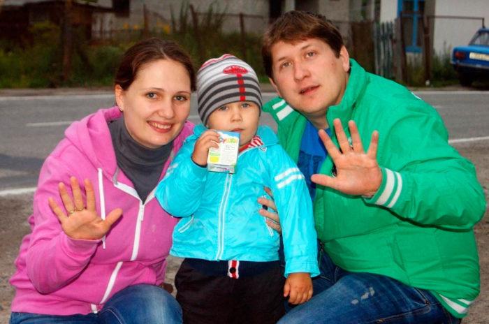 Дмитрий Кряквин с женой Еленой Томиловой и сыном Андреем