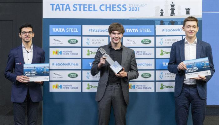 Аниш Гири (2 место), Йорден Ван Форест (1 место), Андрей Есипенко (3 место). Вейк-ан-Зее 2021
