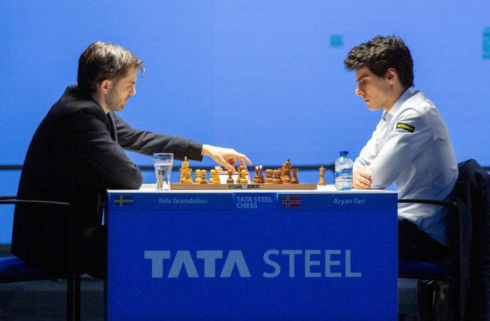 Нильс Гранделиус и Арьян Тари. Шахматный турнир в Вейк-ан-Зее 2021, тур 12