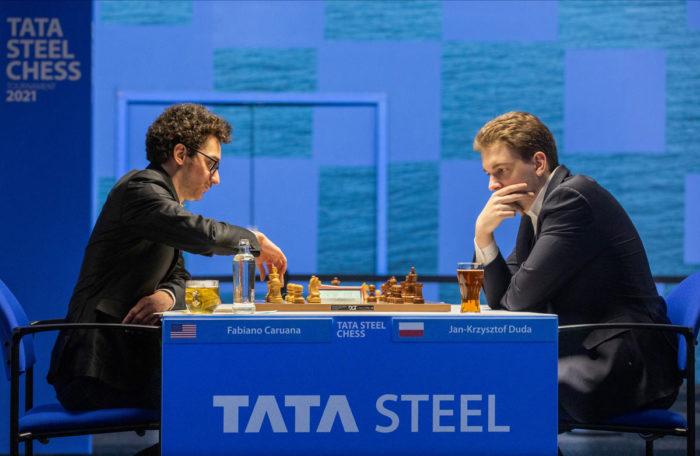 Фабиано Каруана (рейтинг 2823) и Ян-Кшиштов Дуда (рейтинг 2743). Шахматы, Вейк-ан-Зее 2021, тур 3