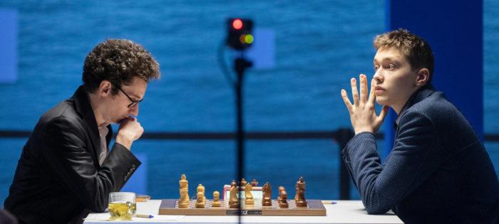 Фабиано Каруана (рейтинг 2823) и Андрей Есипенко (рейтинг 2677). Вейк-ан-Зее 2021, тур 5