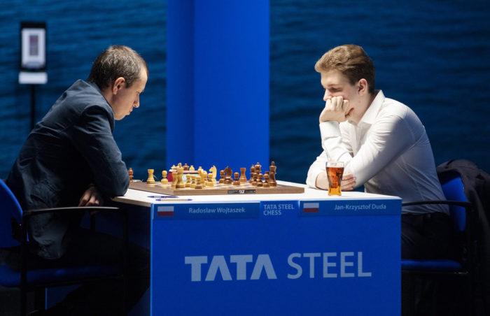 Польские шахматисты Радослав Войташек и Ян-Кшиштов Дуда. Вейк-ан-Зее 2021, тур 5