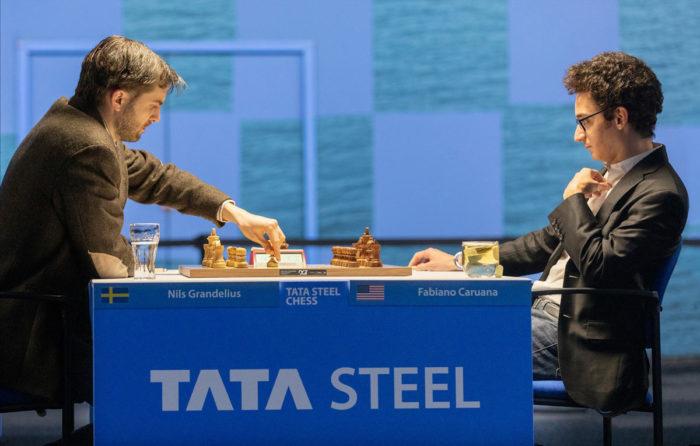 Нильс Гранделиус (рейтинг 2663) и Фабиано Каруана (рейтинг 2823). Шахматы Вейк-ан-Зее 2021, тур 6