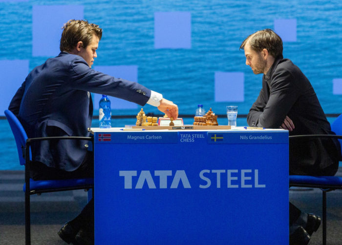 Магнус Карлсен и Нильс Гранделиус. Вейк-ан-Зее 2021, тур 9