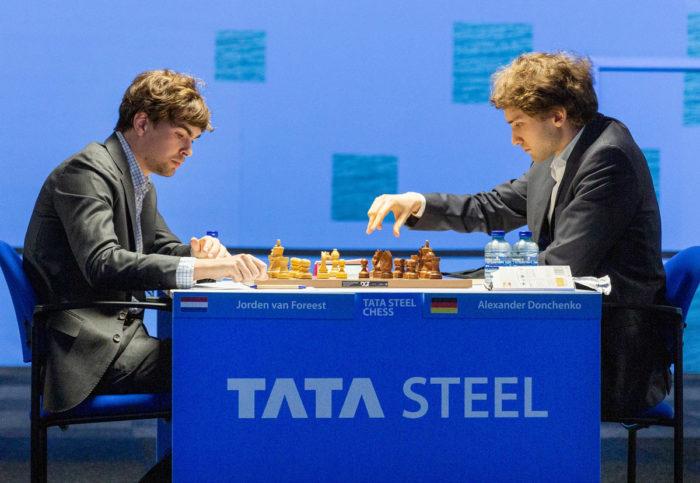 Йорден ван Форест и Александр Донченко. Шахматы Tata Steel Masters 2021, Вейк-ан-Зее, тур 9