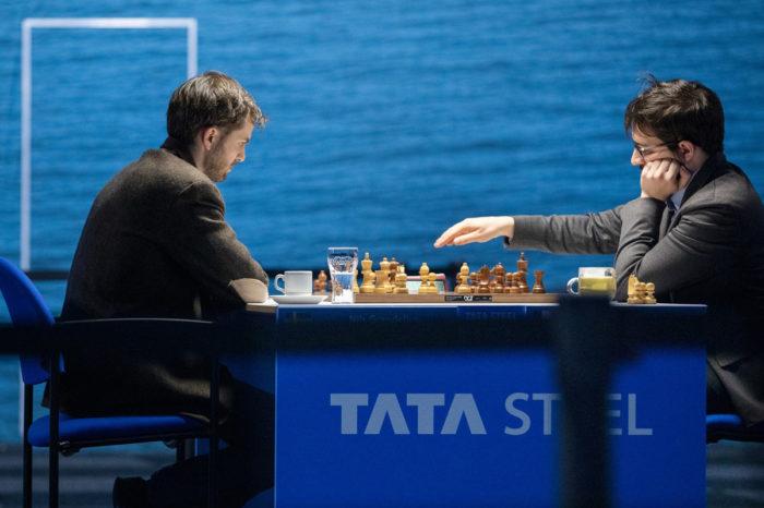 Нильс Гранделиус (Швеция) и Максим Вашье-Лаграв (Франция). Шахматы Вейк-ан-Зее 2021, тур 5