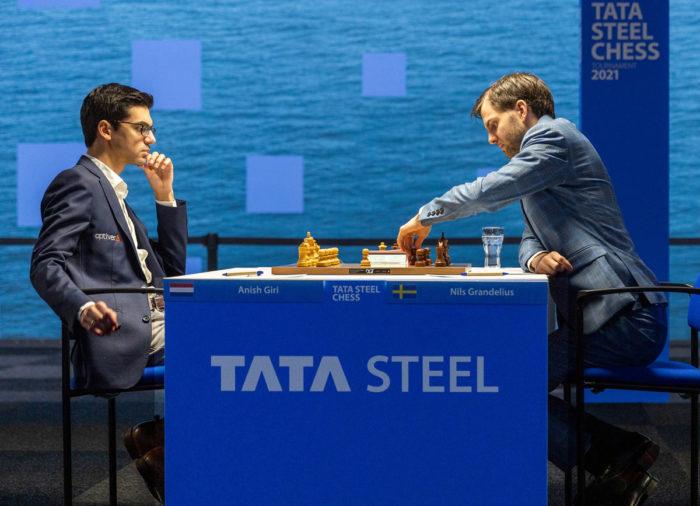 Аниш Гири (Нидерланды) и Нильс Гранделиус (Швеция). Шахматный турнир в Вейк-ан-Зее, тур 7