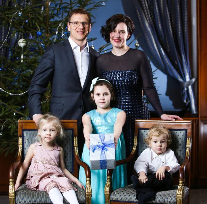 Дана Рейзниеце-Озола с мужем и детьми