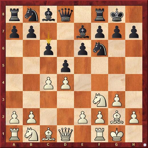 Обе стороны закончили развитие королевского фланга и черные выстраивают в центре пешечный треугольник