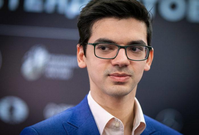 Шахматист Аниш Гири на турнире претендентов по шахматам 2020-2021 в Екатеринбурге (тур 11)