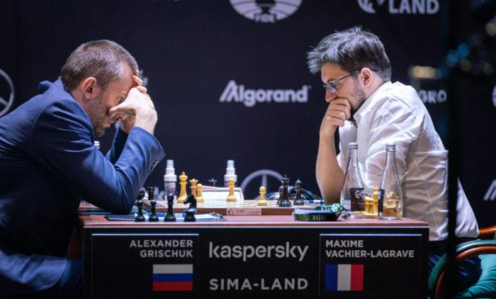 Александр Грищук и Максим Вашье-Лаграв - турнир претендентов по шахматам 2020-2021 в Екатеринбурге