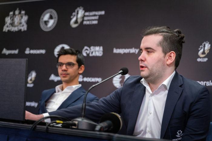 Аниш Гири и Ян Немомнящий на конференции после сыгранной партии