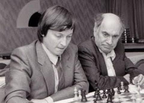 Шахматисты Анатолий Карпов и Михаил Таль