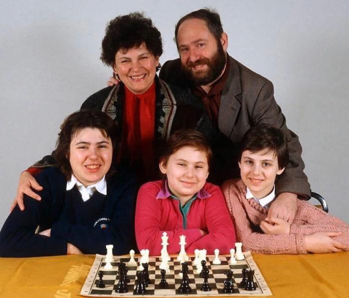 Клара и Ласло Полгар с дочерьми: Сьюзен, Юдит и Софией