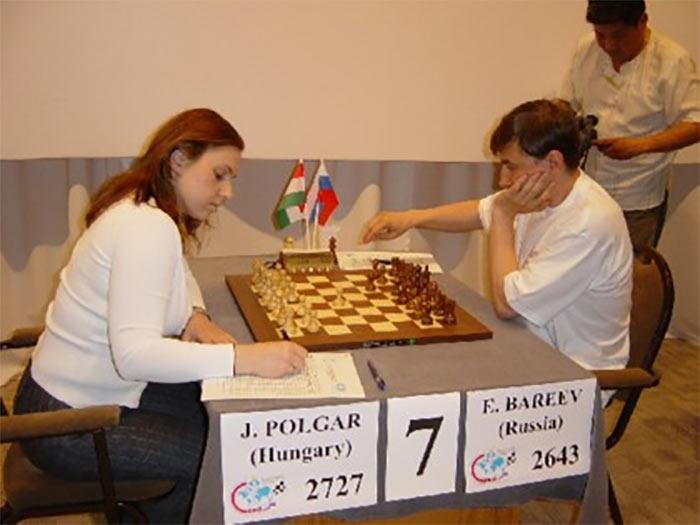 Юдит Полгар и Евгений Бареев играют в шахматы