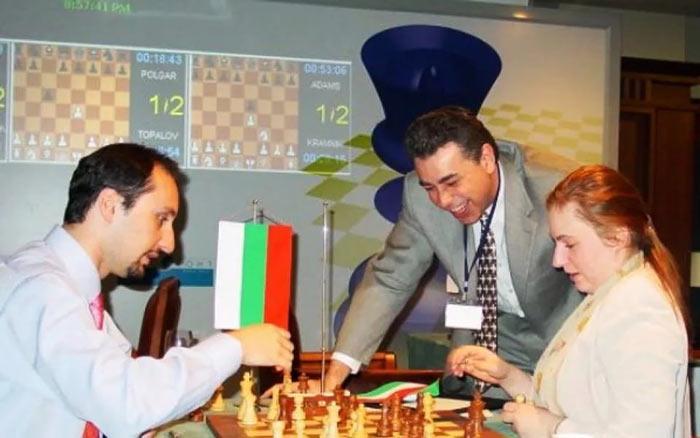 Веселин Топалов, Юдит Полгар и Яссер Сейраван за анализом шахматной партии