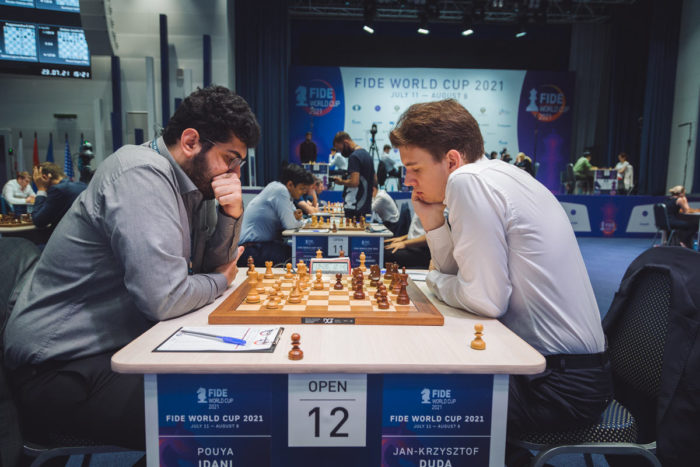 Шахматисты Пуя Идани (Иран) и Ян-Кшиштоф Дуда (Польша). Кубок мира 2021, Сочи