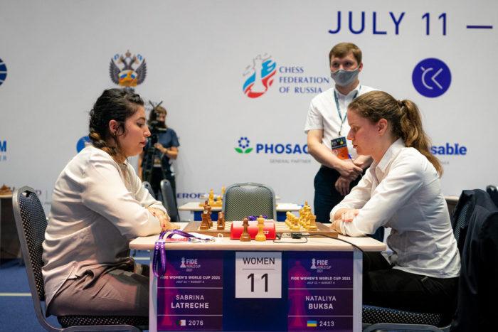 Сабрина Латреш (Алжир) и Наталия Букса (Украина). Кубок мира по шахматам 2021 среди женщин