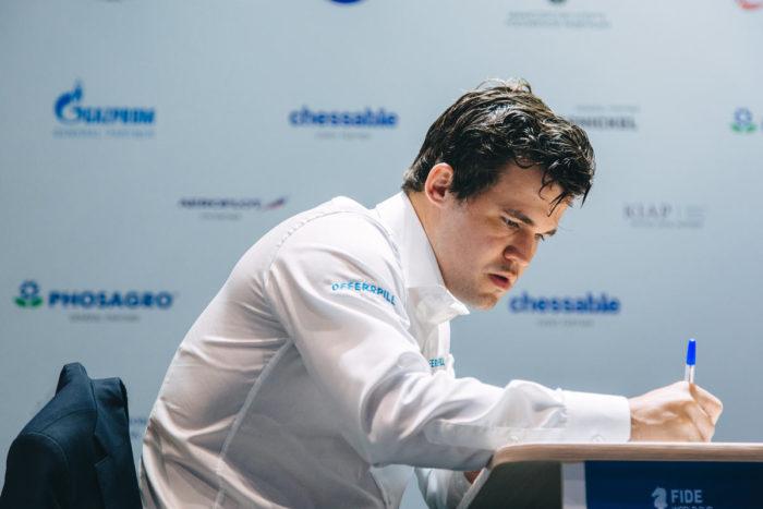 Магнус Карлсен выиграл обе партии четвертьфинала и в полуфинале Кубка мира 2021 сыграет с Дудой