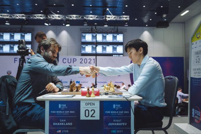 Шахматисты Сэмюэль Шенкленд (США) и Ринат Джумабаев (Казахстан)